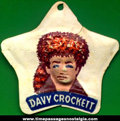 1955 Cracker Jack Davy Crockett Vacuform Prize Badge Charm