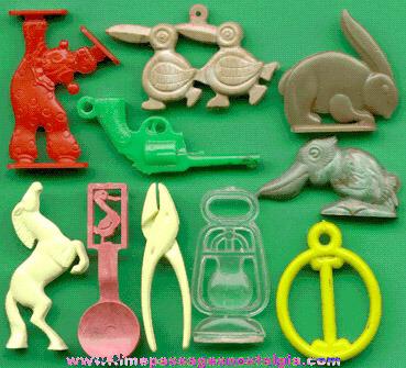 (10) Old Plastic Cracker Jack Premiums / Prizes