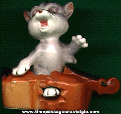 Old Nursery Rhyme Cat & The Fiddle Salt & Pepper Shaker Set