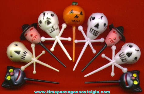 (9) Halloween Cake Decorations