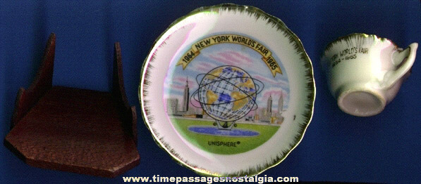 1964 - 1965 NEW YORK WORLD'S FAIR SOUVENIR CUP, PLATE, & DISPLAY STAND