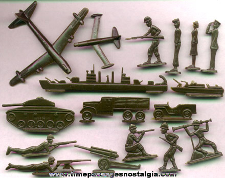 (88) Old Military Figures And Vehicles With Their Mailer Box