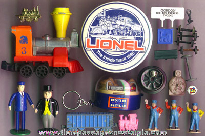 (23) Small Toy Train Related Items