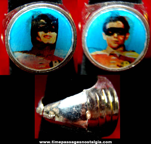 Old Batman & Robin Character Gum Ball Machine Prize Flicker Toy Ring