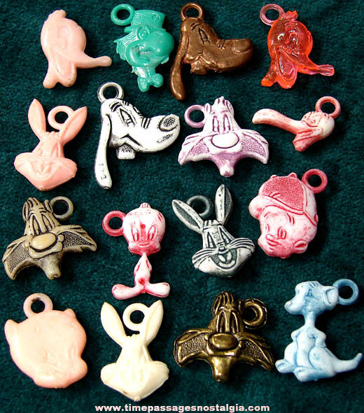 (16) Old Warner Brothers Looney Tunes Cartoon Character Gum Ball Machine Prize Charms
