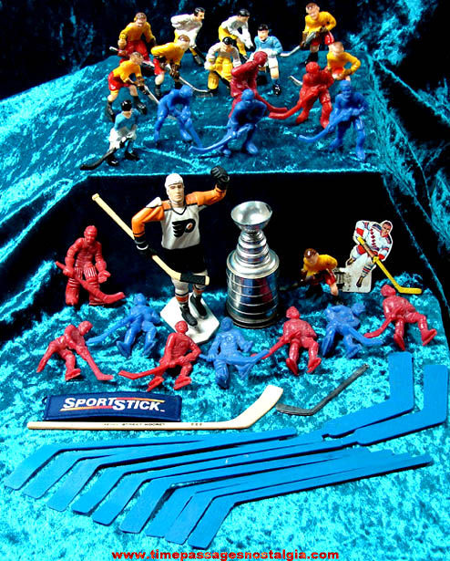 (41) Old Hockey Play Set Figures and Toy Items