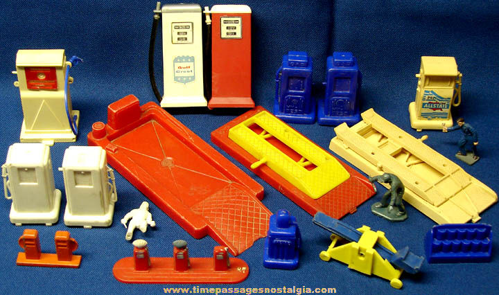 (19) Old Toy Auto Gas Station Play Set Parts