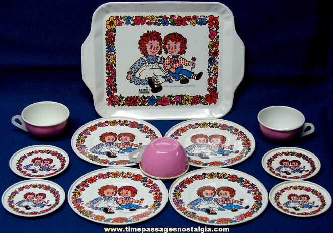 Colorful ©1971 Chein Raggedy Ann & Andy Lithographed Tin Toy Tea Set
