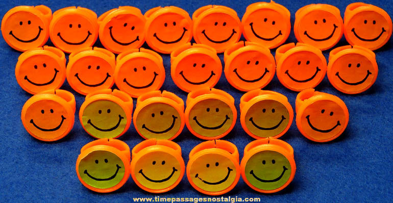 (25) Colorful Old Smile Face Gum Ball Machine Prize Toy Rings