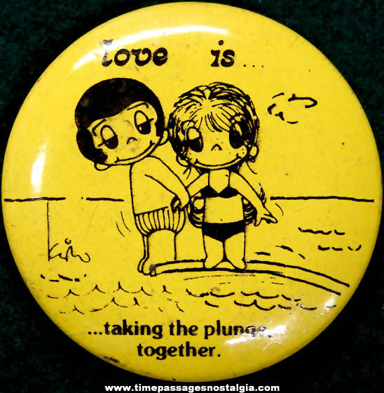 ©1970 Love Is... Newspaper Comic Strip Character Pin Back Button