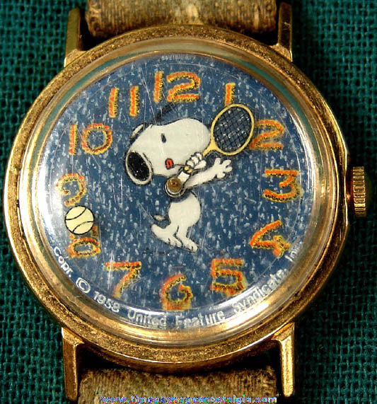 �1958 Charles Schulz Peanuts Snoopy Character Wind Up Wrist Watch