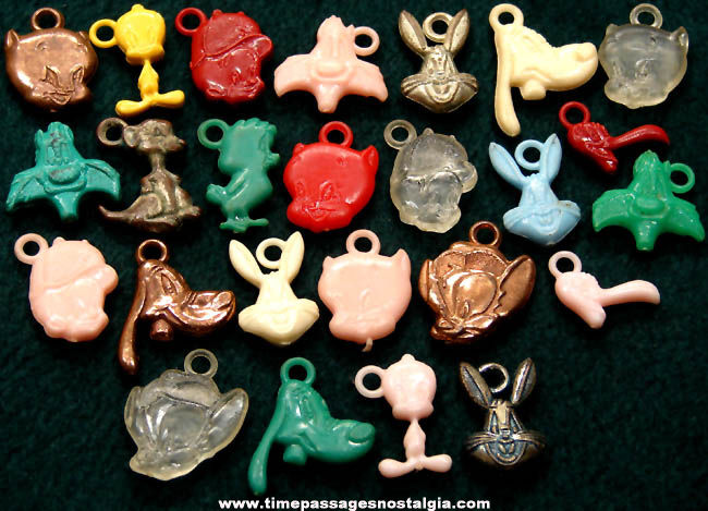 (25) Old Warner Brothers Looney Tunes Cartoon Character Gum Ball Machine Prize Charms