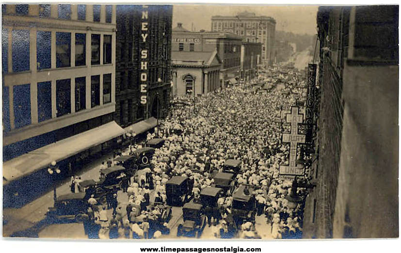 Unidentified 1916 Large City Event Crowd Black & White Photograph