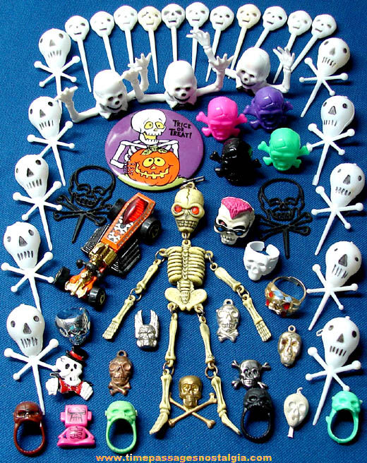 (50) Small Skeleton and Skull Toy and Decoration Items