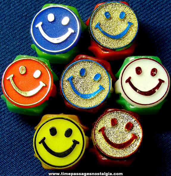 (7) Colorful Old Unused Plastic Smile Face Gum Ball Machine Prize Toy Rings