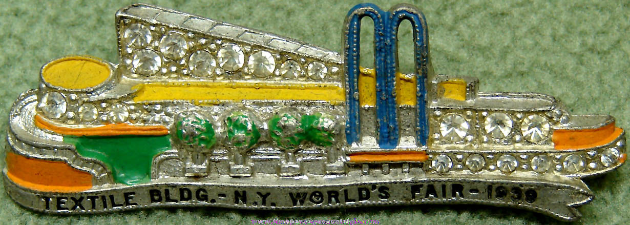 1939 New York World's Fair Textile Exhibit Building Advertising Souvenir Jewelry Pin