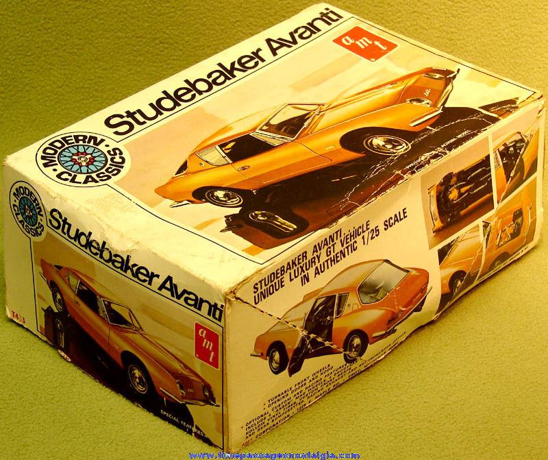 Boxed 1964 AMT Studebaker Avanti Automobile Modern Classics Plastic Model Kit