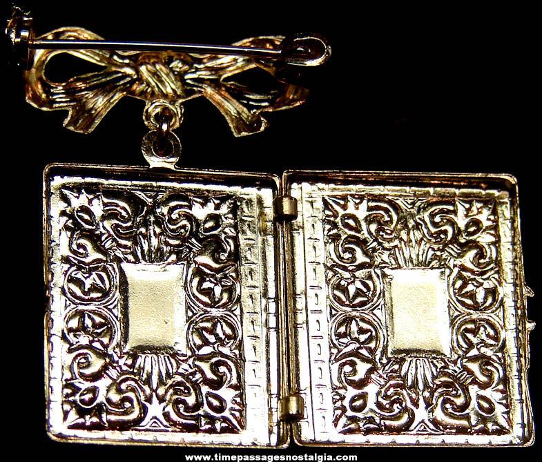 Old Unused Canada Advertising Souvenir Metal Jewelry Locket Brooch Pin