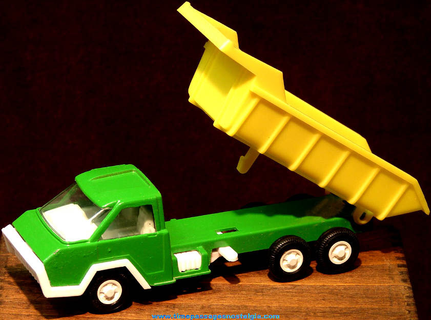 Unused ©1970 Tootsietoy Automatic Action Toy Dump Truck