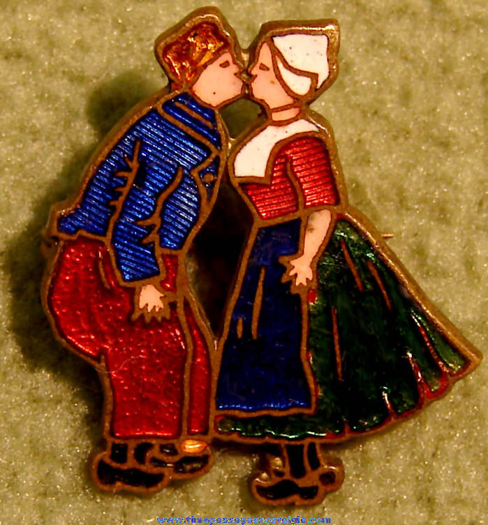 Old Enameled Metal Dutch Boy & Dutch Girl Kissing Jewelry Pin