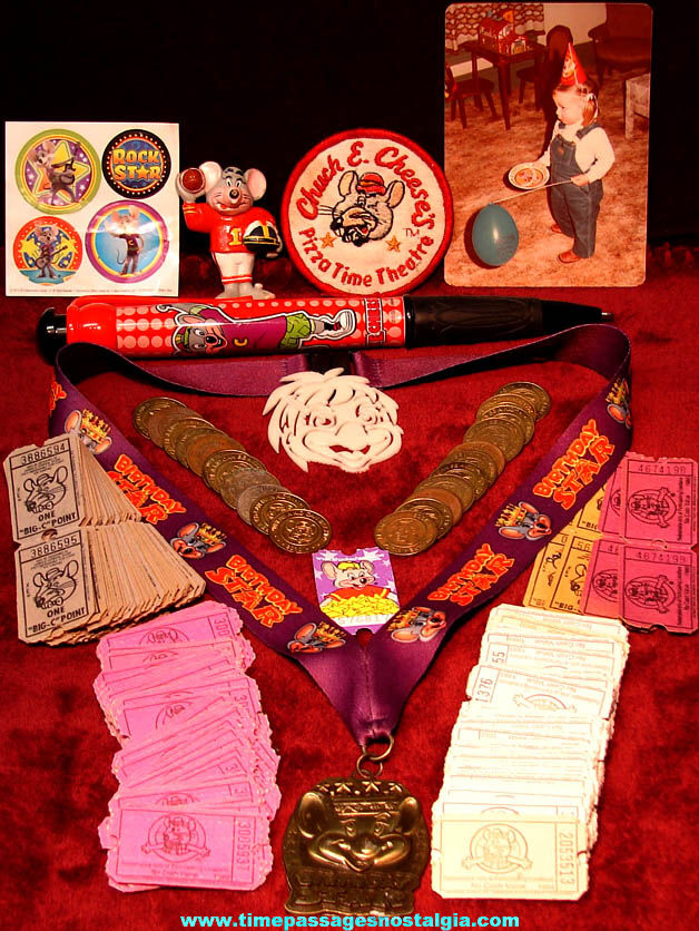 (250) Small Chuck E. Cheese Pizza Restaurant Arcade Advertising Souvenir Items