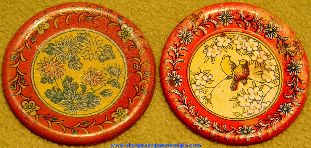 (2) Different Colorful Old Cracker Jack Pop Corn Confection Miniature Lithographed Tin Toy Plate Prizes