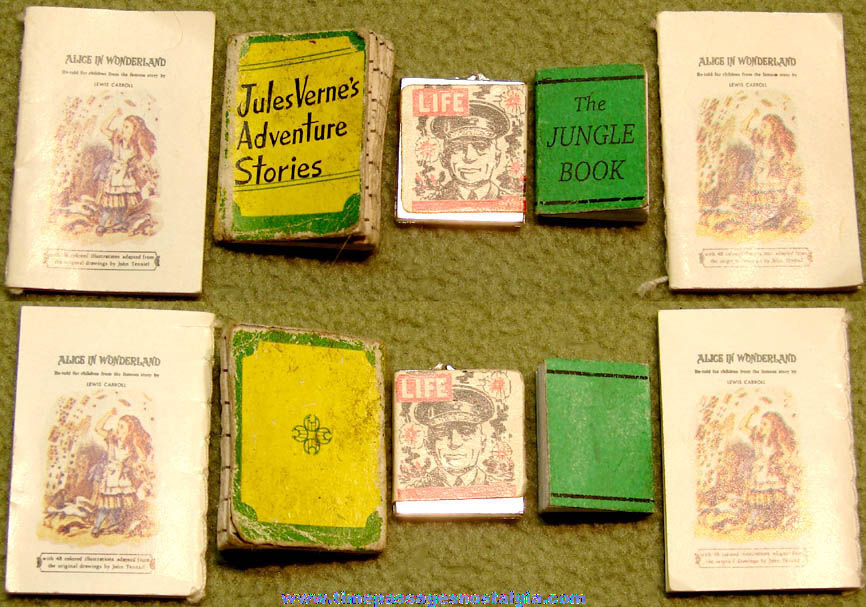 (5) Tiny Old Doll House Miniature Children's Story Books and Magazine