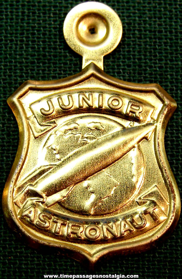 Unused 1950s Cracker Jack Pop Corn Confection Embossed Gold Tin Metal Junior Astronaut Toy Prize Badge