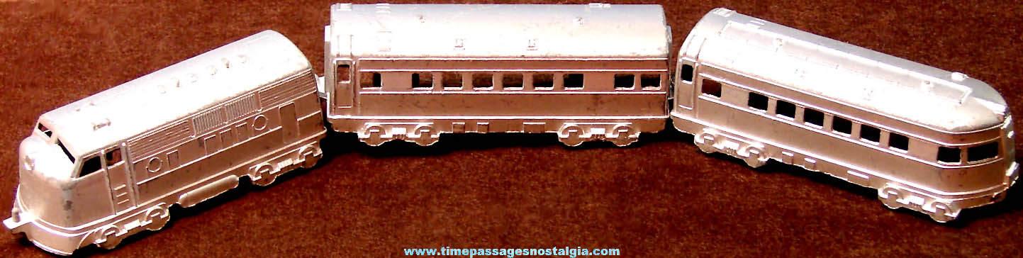 Old Miniature Midgetoy Three Car Passenger Die Cast Metal Toy Train