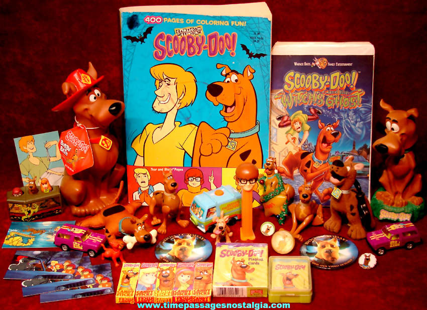 Large Lot of (33) Hanna Barbera Cartoon Network & Warner Brothers Scooby Doo Cartoon Character Toy Items
