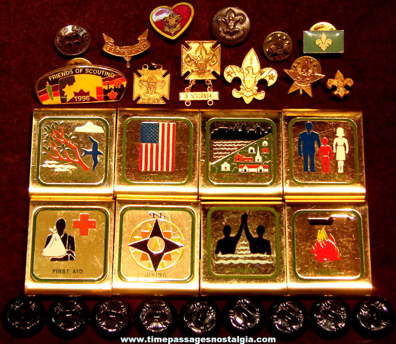 (29) Small Old Boy Scouts of America Pins Badges & Uniform Buttons